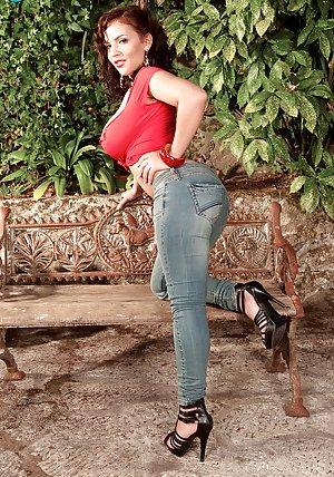 Huge Ass Outdoor Pics