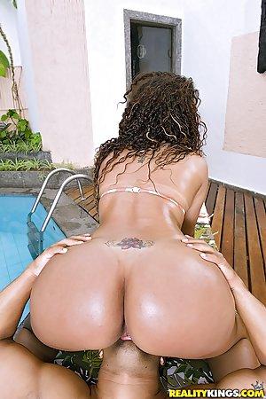 Huge Ass in Pool Pics