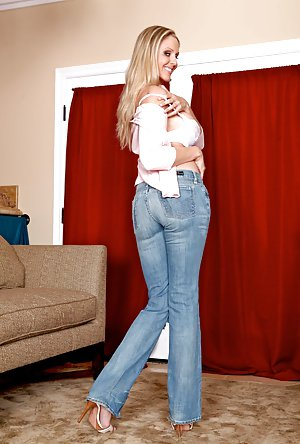 Huge Ass in Jeans Pics