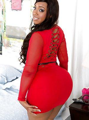 Huge Ass in Skirt Pics