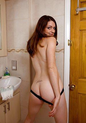 Huge Ass in Shower Pics