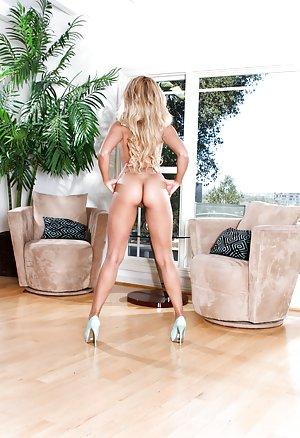 Huge Ass Sexy Legs Pics