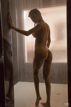 Huge Ass in Shower Pics